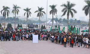 Hàng nghìn bạn trẻ tham gia đêm nhạc EDM tại Hà Nội