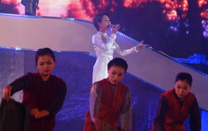 phuong-linh-hiem-hoi-tro-lai-san-khau-3