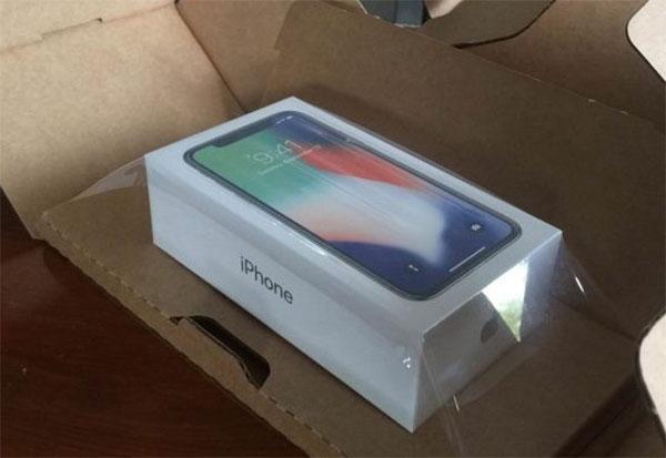iphone-x-duoc-giao-sau-hai-ngay-dat-hang-o-my