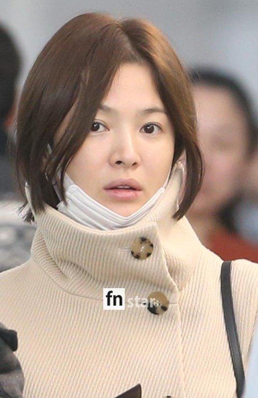 song-hye-kyo-lo-mat-moc-met-moi-khi-xuat-ngoai