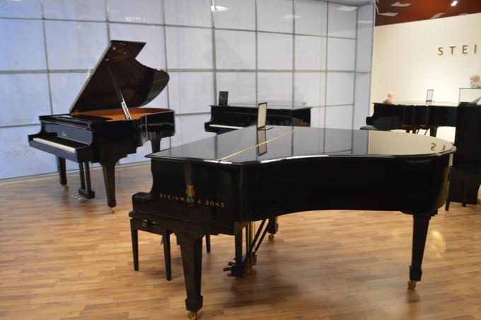 Những thương hiệu piano nổi tiếng Kawai, Steinway & Sons được phân phối tại Việt Thương Music.