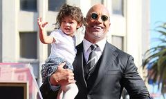 Con gái 2 tuổi của Dwayne Johnson 'đốn tim' khán giả trên Đại lộ danh vọng