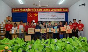 Lotte Mart trao 600 phần quà hỗ trợ đồng bào tỉnh Khánh Hòa, Phú Yên