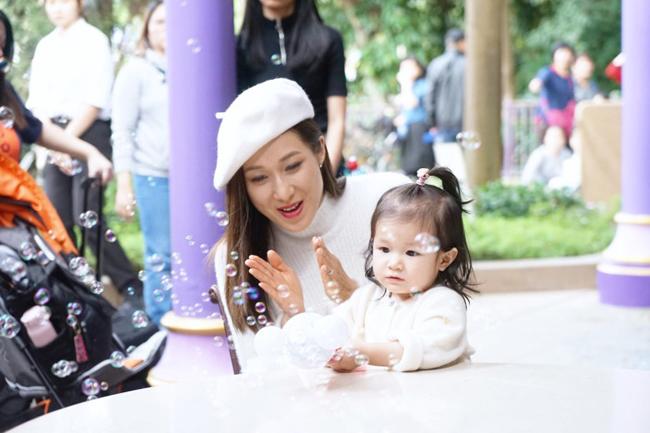 my-nhan-tvb-chung-gia-han-khoe-con-gai-16-thang-tuoi-dang-yeu-3
