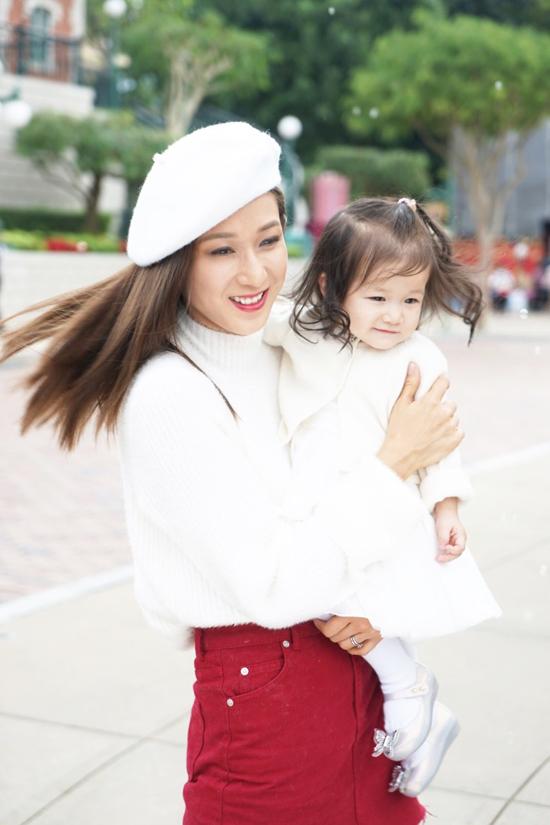 my-nhan-tvb-chung-gia-han-khoe-con-gai-16-thang-tuoi-dang-yeu-8