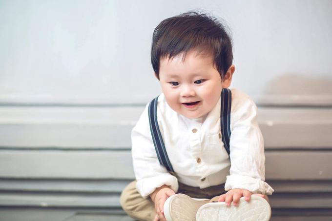 khanh-hien-chup-anh-ky-niem-mua-giang-sinh-dau-tien-ben-con-trai-6