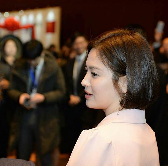 song-hye-kyo-lay-lai-phong-do-voi-toc-ngan-xinh-tuoi-4