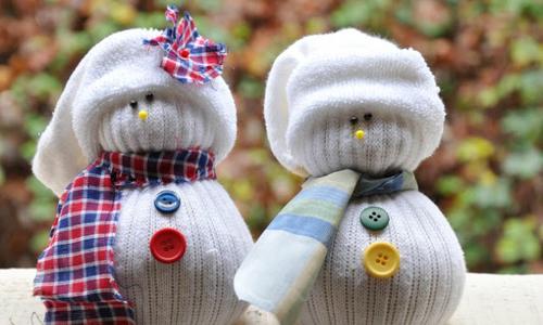 30 phút làm đồ trang trí Giáng sinh từ thìa, tất cũ hay len thừa