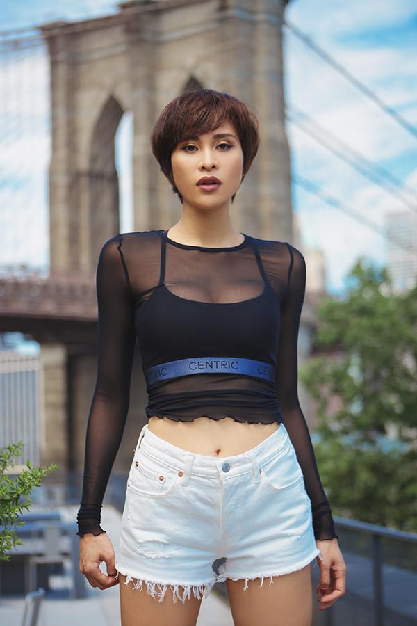 Trong số những người đẹp lấn sân MC hiện nay, Phương Mai được xem là một trong những chân dài thành công.