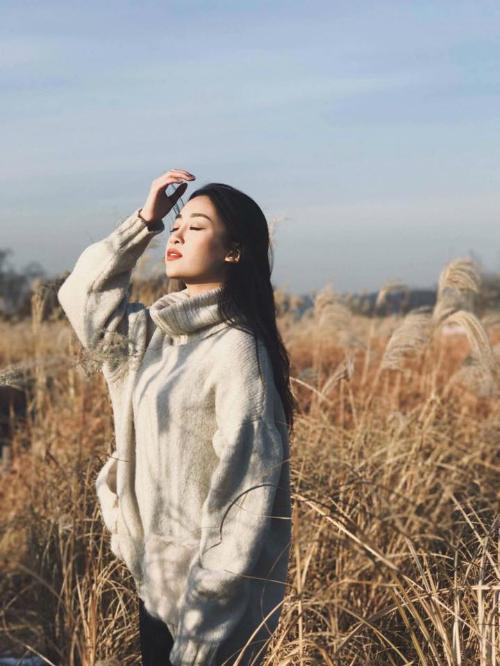 Hoa hậu Mỹ Linh tận hưởng ngày nắng lạnh ở Hàn Quốc.