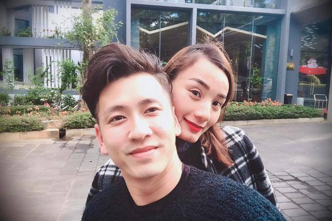 Hai vợ chồng Lê Thuý - Đỗ An dành ngày cuối tuần giản dị, chỉ dành thời gian cho nhau là đủ.