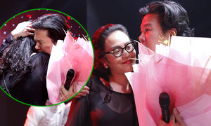 Thanh Bùi ôm vợ, khóc trên sân khấu