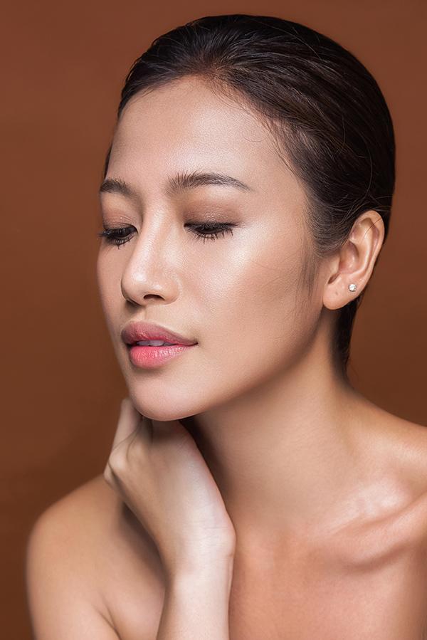 phan-ngan-the-face-goi-y-hai-kieu-trang-diem-tone-cam-nude-1