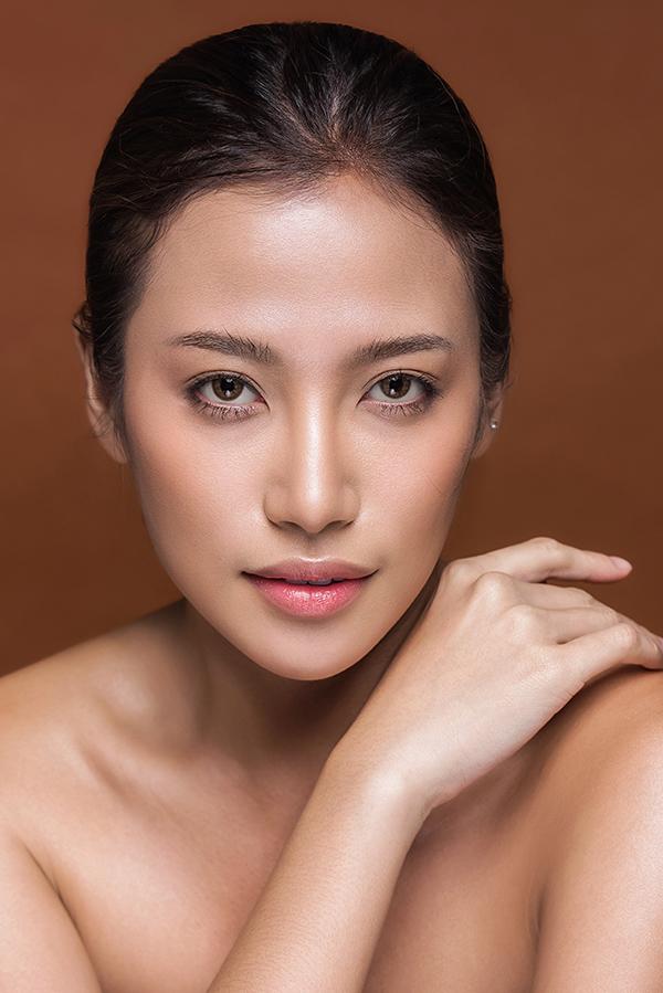 phan-ngan-the-face-goi-y-hai-kieu-trang-diem-tone-cam-nude-2