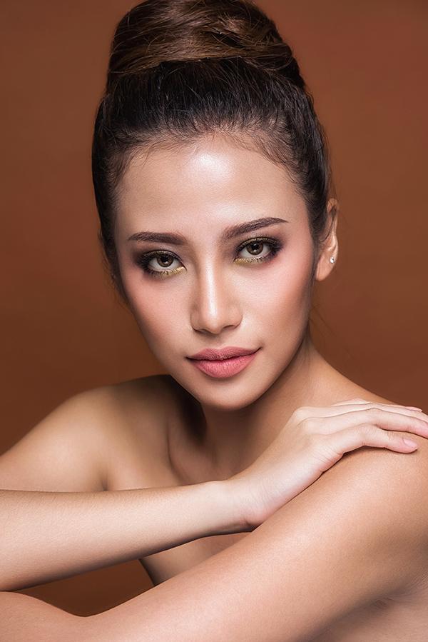 phan-ngan-the-face-goi-y-hai-kieu-trang-diem-tone-cam-nude-4