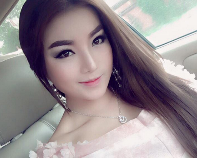 Nữ ca sĩSan Sreylai.