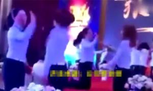 Công ty Trung Quốc buộc các nữ nhân viên tát lẫn nhau để 'tăng đoàn kết'
