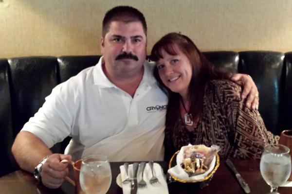 Ông Dennis Kowalski và vợ, bà Maria. Ảnh: