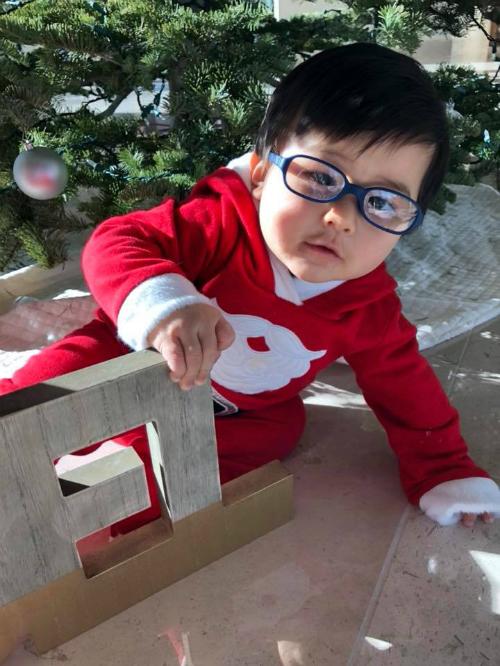 Thiên Từ nhà Đan Trường mặc đồ Noel, chuẩn bị Giáng sinh cùng mẹ. Thuỷ Tiên viết: Năm ngoái mang bụng bầu chuẩn để chuẩn bị giáng sinh. Năm nay hạnh phúc hơn vì có Thiên Từ chuẩn bị cùng.
