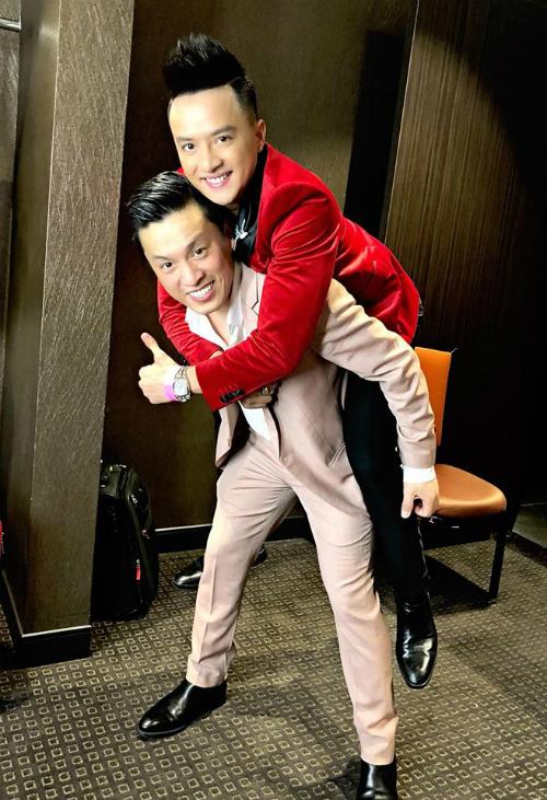 Lam Trường cõng Cao Thái Sơn sau 18 năm. Cao Thái Sơn là fan của anh Hai từ khi còn là học sinh cấp 2.