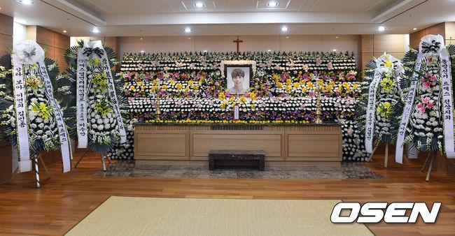 dan-sao-han-dau-buon-tien-dua-jonghyun-nhom-shinee-1