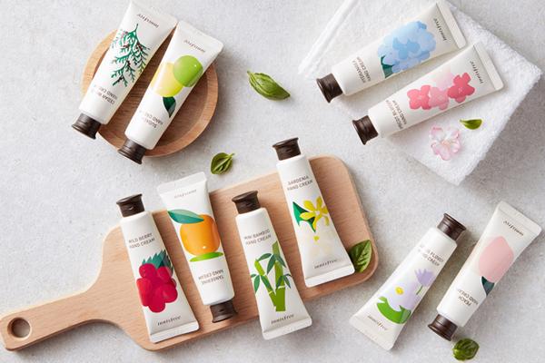 Innisfree Jeju Perfumed Hand Cream Phiên bản kem dưỡng da tay năm 2017 của Innisfree có hương thơm dễ chịu