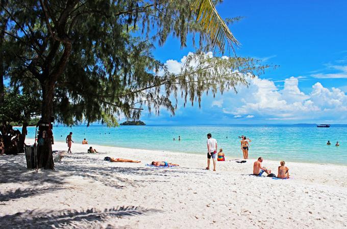 Koh Rong Samloem là sự hòa quyện của biển xanh, cát trắng, nắng vàng.