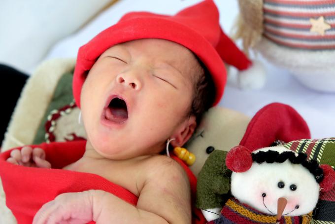 Giáng sinh đơn độc của bé sơ sinh bị mẹ bỏ tại bệnh viện