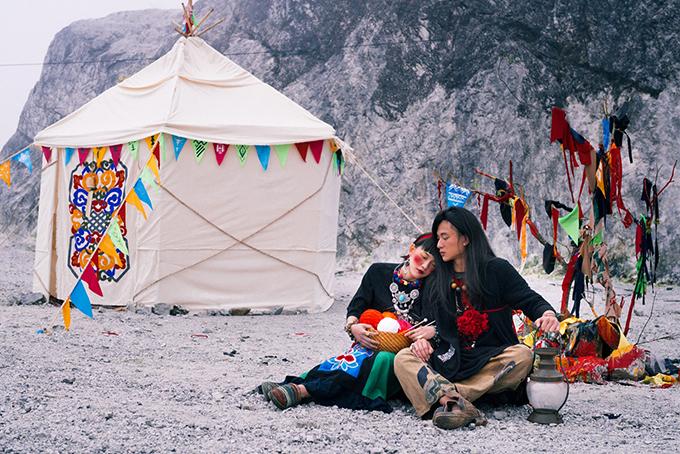 Đôi bạn Hà thành hoá cặp tình nhân Mông Cổ để chụp ảnh cưới