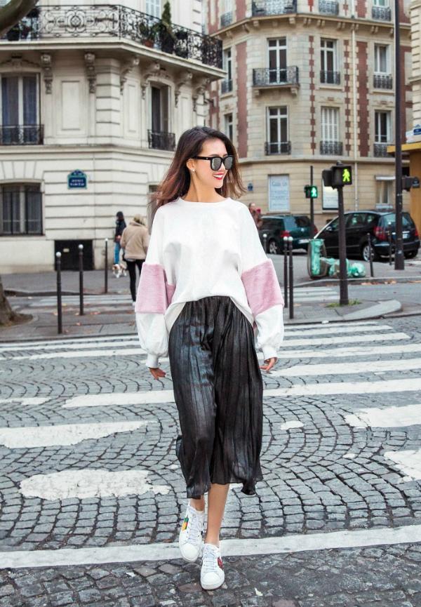 Quỳnh Hoa và Lê Ngọc Trinh thích thú dạo chơi, chụp ảnh ở Paris hoa lệ.