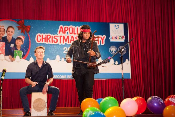 Jayden Trịnh vừa tham gia chương trình  Apollo Christmas Party thuộc chuỗi hoạt động ngoại khóa của Hệ thống Đào tạo công dân toàn cầu AGLS. Trong chương trình, Jayden cùngChristian trình diễn các bài hát Giáng sinh bằng nhiều loại nhạc cụ khác nhau.