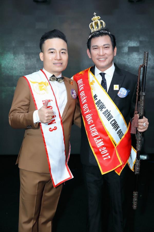 Ông xã tương lai của Dương Linh Tuyết, Nguyễn Thành Luân ( bên trái) tham gia cuộc thi Quý ông Lịch lãm 2017 và đoạt giải Á quân 3.