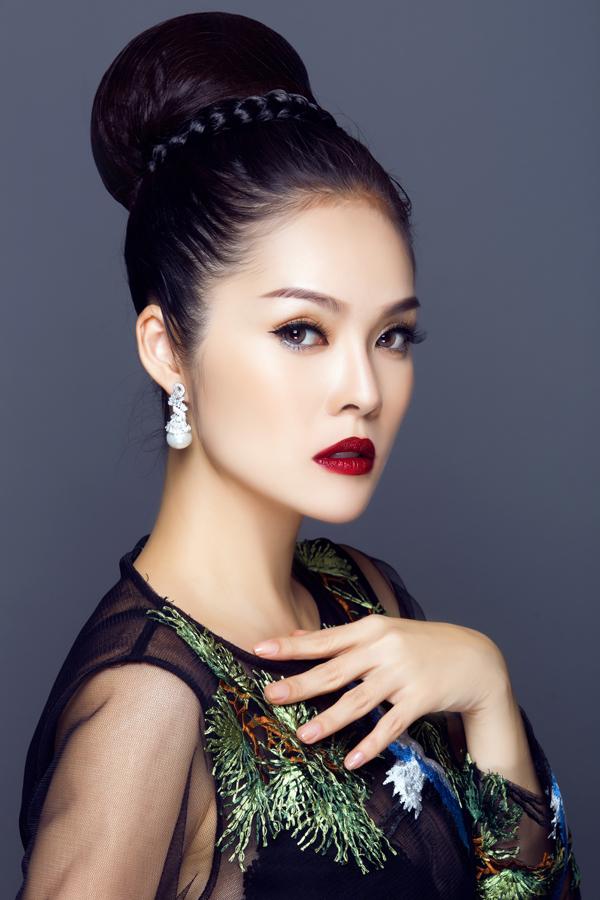 Bộ ảnh được thực hiện với sự hỗ trợ của Makeup: Cường Trần, Photo: Bảo Lê.