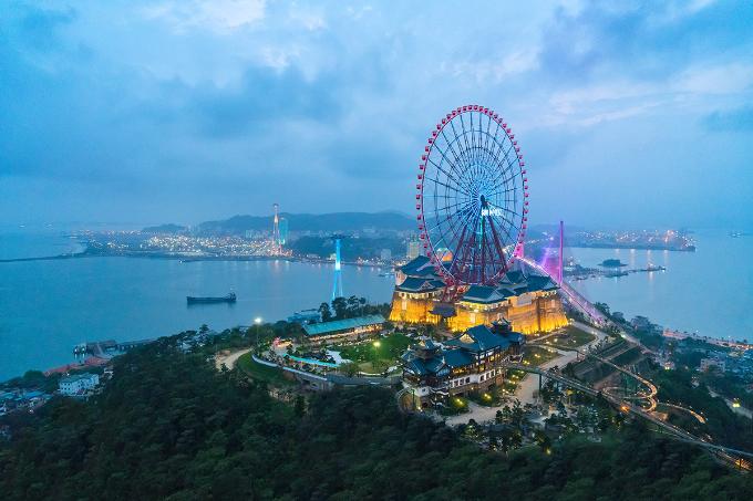 Lễ hội ánh sáng là dấu ấn đẳng cấp tiếp theo mà Sun World Halong Complex mang đến cho du khách Quảng Ninh và cả nước, đánh dấu một mùa Noel, năm mới rực rỡ và đưa tổ hợp vui chơi giải trí này trở thành một trong những điểm đến lễ hội độc đáo ở miền Bắc.