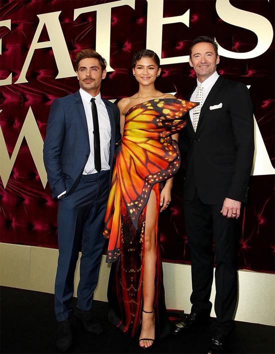 Hugh Jackman và các đồng nghiệp trên thảm đỏ lễ ra mắt phim The Greatest Showman ở Australia ngày 19/12.