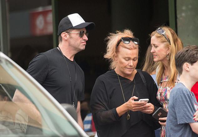Vợ ngôi sao X-Men từng là diễn viên nổi tiếng ở Australia nhưng cô từ lâu cô đã lui về làm hậu phương cho chồng để Hugh phát triển sự nghiệp ở Hollywood.