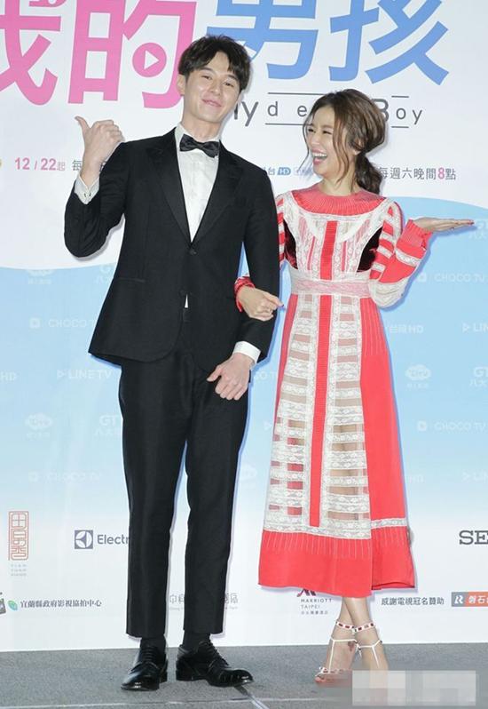 Lâm Tâm Như và diễn viên Trương Hiên Duệ tại họp báo 20/12. Ảnh: News