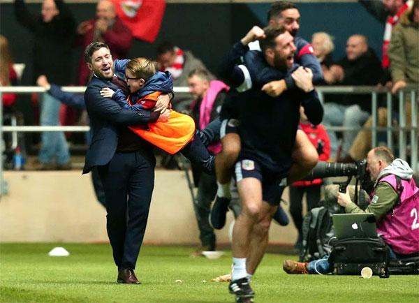 Đối thủ của Bristol ở bán kết là Man City, đội đang dẫn đầu Premier League.