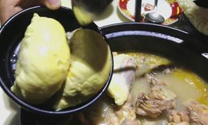 Vừa ăn vừa hít hà lẩu sầu riêng ở Quảng Châu, Trung Quốc