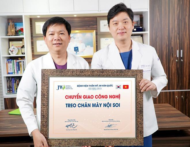 Phương pháptreo chân mày nội soi 4Xđược các bác sĩ chuyên khoa củaBệnh viện thẩm mỹJW Hàn Quốc nghiên cứu và ứng dụng thành công. Đây là giải pháp khắc phục mọi vấn đề lão hóa vùng mắt, được khách hàng trong và ngoài nước lựa chọn nhiều trong thời gian qua.