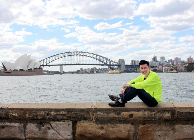 Đoan Trường thỏa ước mơ một lần check-in tại cầu cảng Sydney và nhà hát con sò.