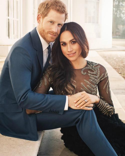 Thông điệp ngầm từ cử chỉ của hoàng tử Harry và Meghan khi chụp ảnh đính hôn