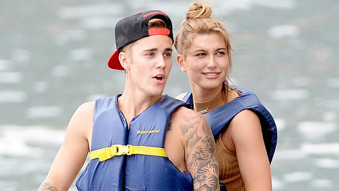 Justin vàHailey Baldwin từng là bạn bè thân thiết, sau đó hẹn hò vào đầu năm 2015 nhưng sớm chia tay.