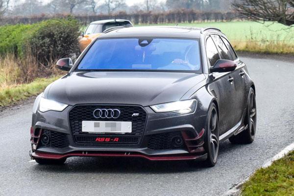 Paul Pogba lái chiếc Audi