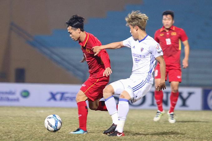 Trong hiệp 1, U23 Việt Nam hoàn toàn lép vế trước lối chơi pressing của các cầu thủ Ulsan Huyndai. Đội bóng đến từ Hàn Quốc dễ dàng vươn lên dẫn với tỷ số 2-0.
