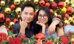 Ca sĩ Duy Trường nắm tay vợ mới cưới đi chơi Noel sớm