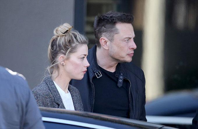 Amber Heard là cô gái Texas có tính cách mạnh mẽ và phóng khoáng. Vợ cũ Johnny Depp từng công khai là một người lưỡng tính (yêu cả nam và nữ). Sau khi chia tay Elon Musk hồi mùa hè, Amber đã kịp có một cuộc tình chóng vánh với nam diễn viên đóng thế người New Zealand.