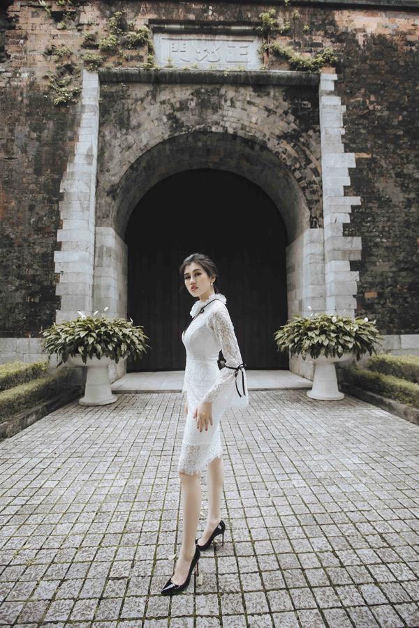 Emily Hồng Nhung mới lấn sân sang lĩnh vực thiết kế. Cô vừa ra mắt thương hiệu thời trang riêng.