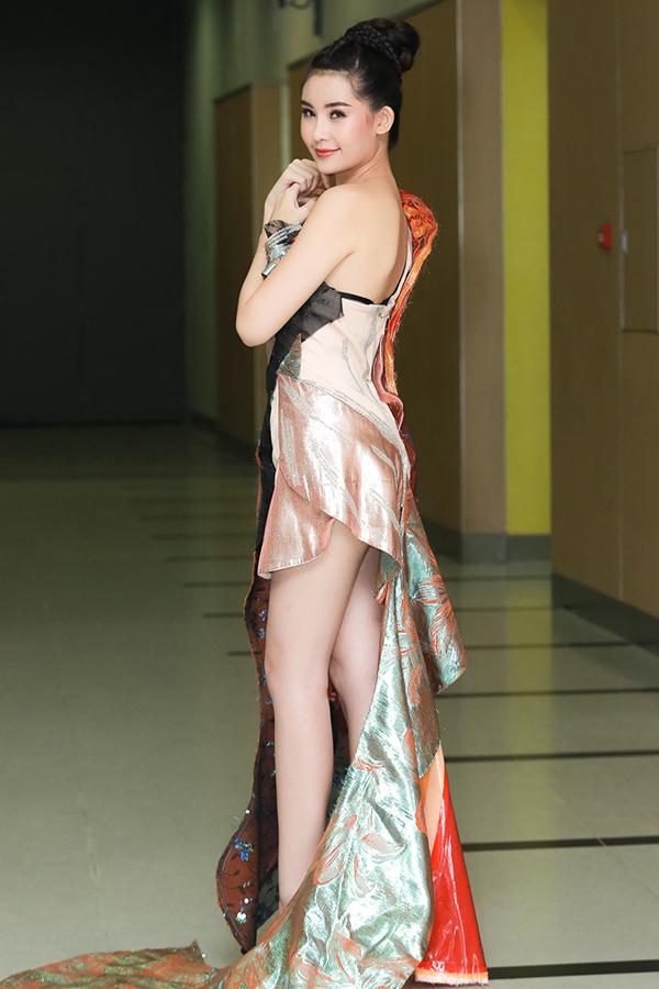 Hoa hậu Đại dương Ngân Anh làm vedette trên sàn diễn thời trang