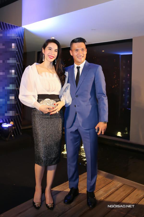 Công Vinh đến chúc mừng bà xã Thuỷ Tiên trở thành tổng giám đốc